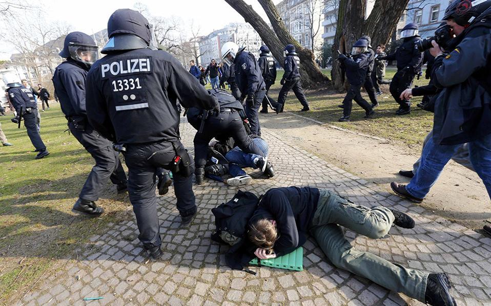 policemen-de