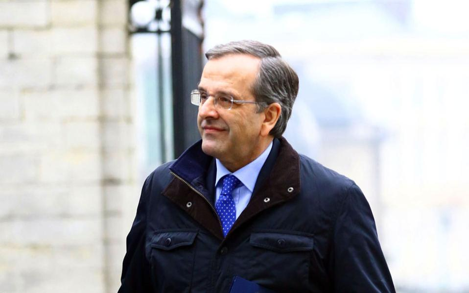 Ο πρόεδρος της Ν.Δ. Αντώνης Σαμαράς προσέρχεται για τη συνεδρίαση του ΕΛΚ, την περασμένη Πέμπτη στις Βρυξέλλες. Αργότερα, σε ανακοίνωσή του θα τονίσει ότι «για να σωθεί η Ελλάδα από την ασφυξία ο κ. Τσίπρας θα πρέπει να περάσει τις εξετάσεις των νέων μέτρων, βαθμολογητές του θα είναι η τρόικα στην Αθήνα και το Eurogroup στις Βρυξέλλες...».