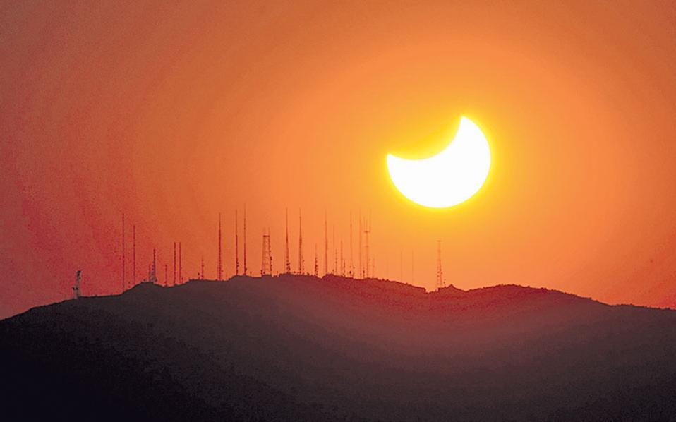Στη σκιά της Σελήνης – Διονύσης Π. Σιμόπουλος