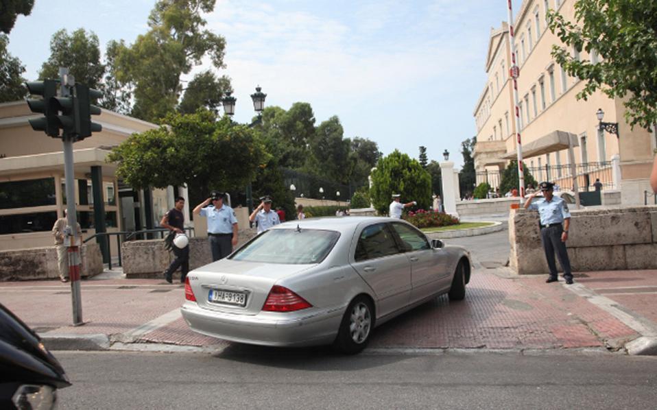 Λίστα βουλευτών που ξέχασαν να πληρώσουν κλήσεις από το 2009, εξέδωσε ο Δήμος Αθηναίων. Διαψεύδει ο Λευτέρης Αυγενάκης