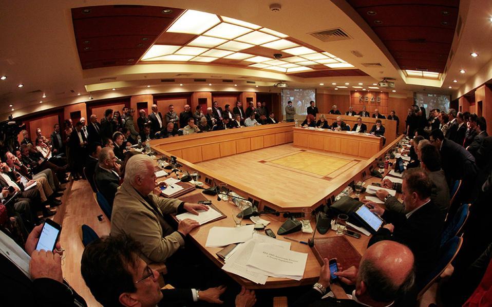 Eκτακτη συνεδρίαση της ΚΕΔΕ με αφορμή την απόφαση της κυβέρνησης για δέσμευση των ταμειακών διαθέσιμων των δήμων.