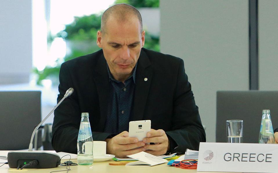 Ο κ. Γ. Βαρουφάκης προτίμησε το βράδυ της περασμένης Παρασκευής να κάνει βόλτες με τους συνεργάτες του στη Ρίγα αντί να συμμετάσχει στο άτυπο δείπνο των υπουργών Οικονομικών του Eurogroup.