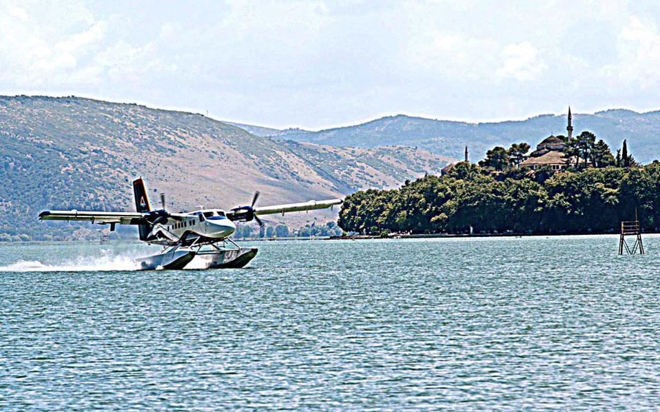 Μέχρι στιγμής, με πρωτοβουλία του Ταμείου Αποκρατικοποιήσεων, έχει αδειοδοτηθεί το υδατοδρόμιο της Κέρκυρας, ενώ σε διαδικασία αδειοδότησης βρίσκονται τα υδατοδρόμια σε Παξούς, Πάτρα, Λαύριο, Αγ. Μαρίνα (Ραφήνα), Ηράκλειο, Αλεξανδρούπολη, Θεσσαλονίκη και Βόλο.