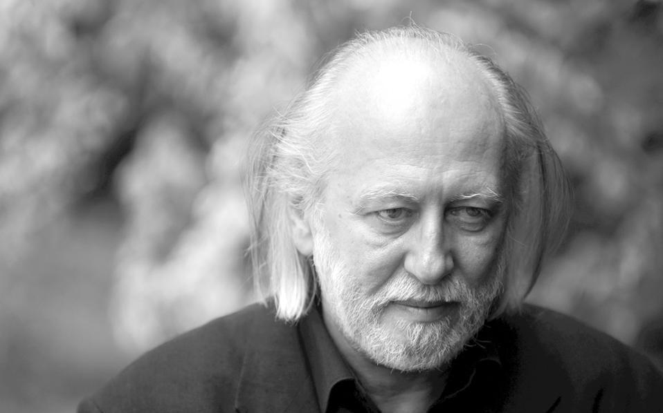 Ο Ούγγρος συγγραφέας Λάσλο Κρασναχορκάι απέσπασε το φετινό Man International Booker Prize για το μυθιστόρημά του «Πόλεμος και πόλεμος», που κυκλοφορεί από τις εκδόσεις «Πόλις».