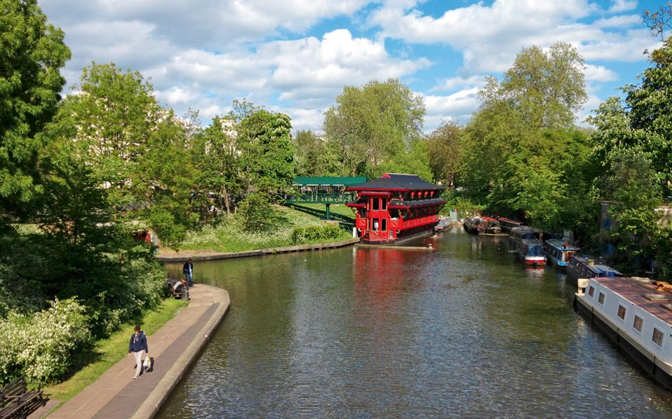 Το κεντρικό κανάλι Regents όπως φαίνεται από το ομώνυμο πάρκο.  (Φωτογραφία: ΚΥΡΙΑΚΗ ΒΑΣΣΑΛΟΥ)