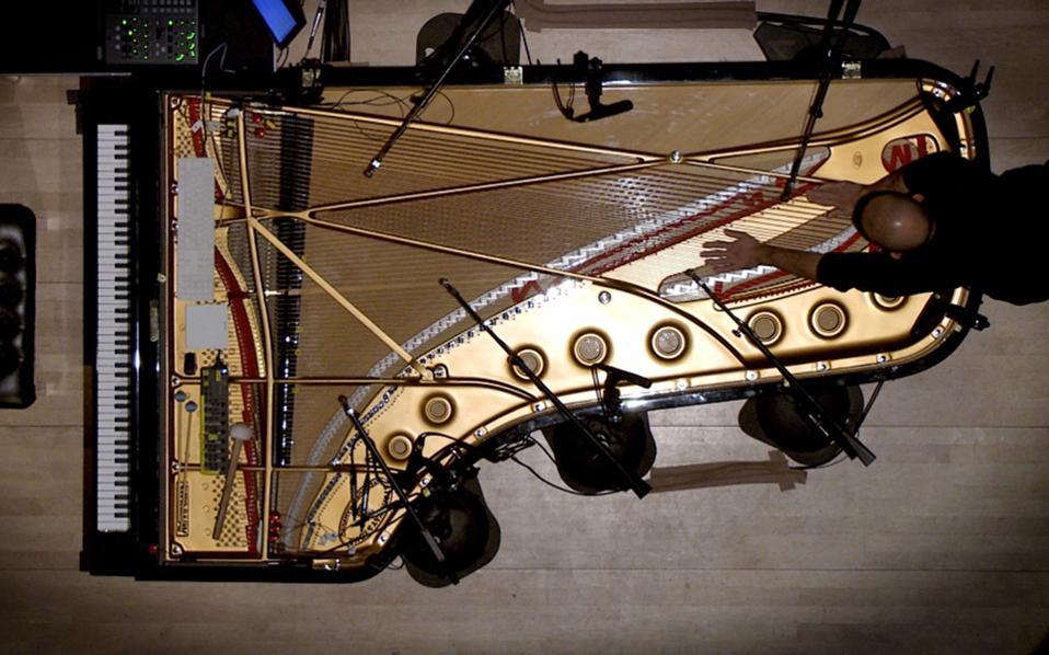 Η μουσική περφόρμανς «Expanded Piano» του Σταύρου Γασπαράτου θα παρουσιαστεί στις 10 και 11 Ιουνίου στο Μέγαρο Μουσικής, στο πλαίσιο του Φεστιβάλ Αθηνών.
