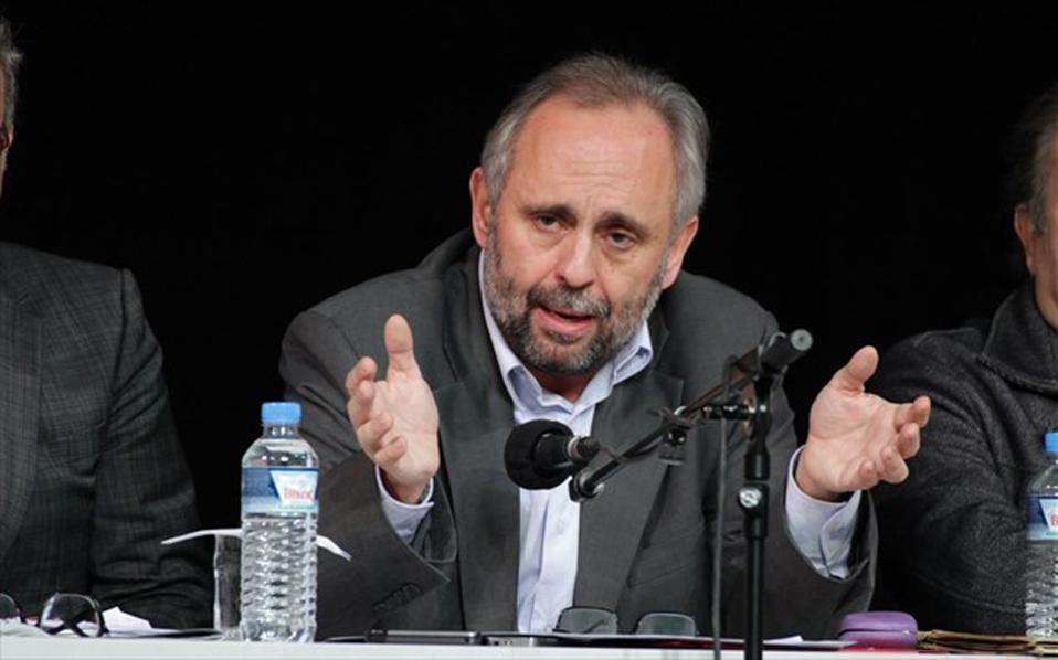 O κ. Χατζάκης προσέφυγε στο ΣτΕ ζητώντας να παγώσει προσωρινά η απόφαση περί παύσης του.
