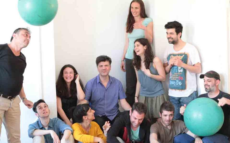 Η ομάδα νεανικού θεάτρου «Συντεχνία του Γέλιου» ετοιμάζει ένα πλούσιο πρόγραμμα για τον χειμώνα στο νέο της «σπίτι», το Σύγχρονο Θέατρο.