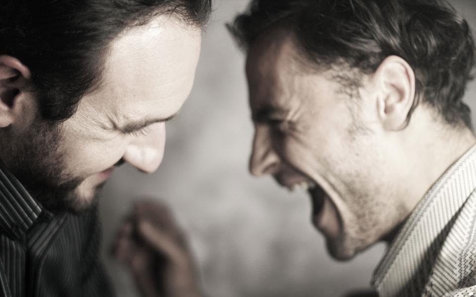 Αινείας Τσαμάτης και Αντίνοος Αλμπάνης σε μια σκηνή από τους «Αδελφούς Καραμάζοφ».