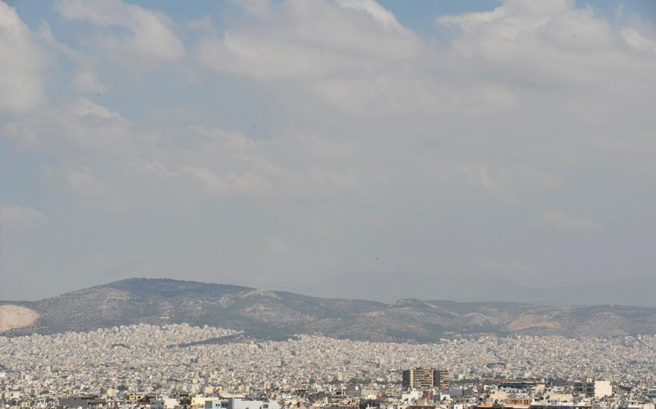 Η πυρκαγιά σε μονάδα επεξεργασίας ανακυκλώσιμων υλικών στον Ασπρόπυργο, την προηγούμενη εβδομάδα, δημιούργησε τοξικό νέφος που απλώθηκε σε όλο το Λεκανοπέδιο Αθήνας και Πειραιά.