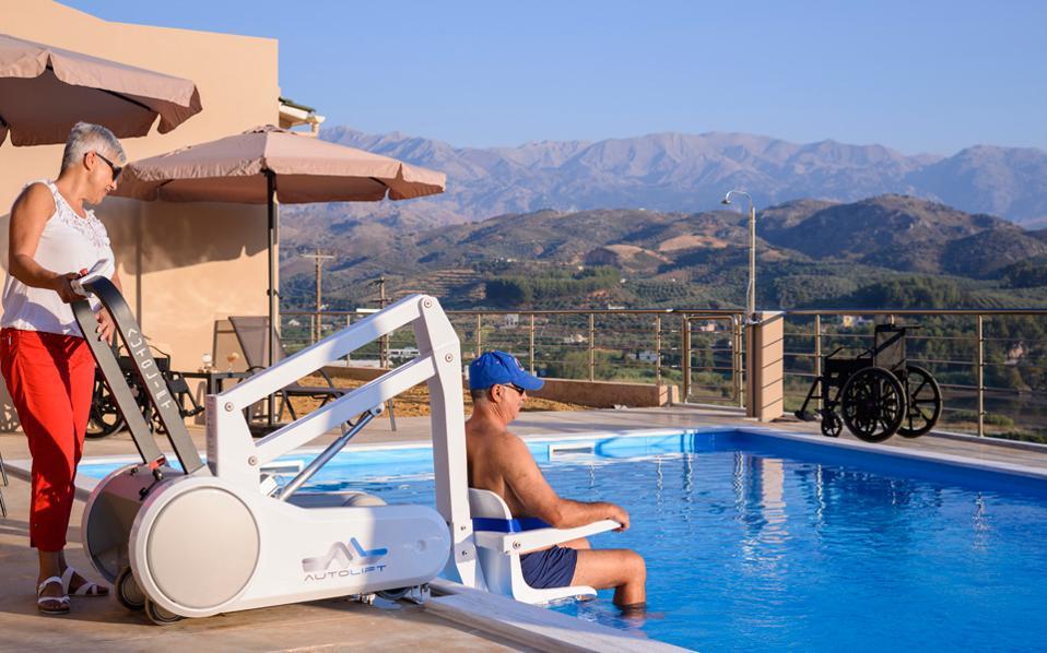 Στην Ελλάδα είναι λίγα τα καταλύματα με προσβάσιμες υποδομές.