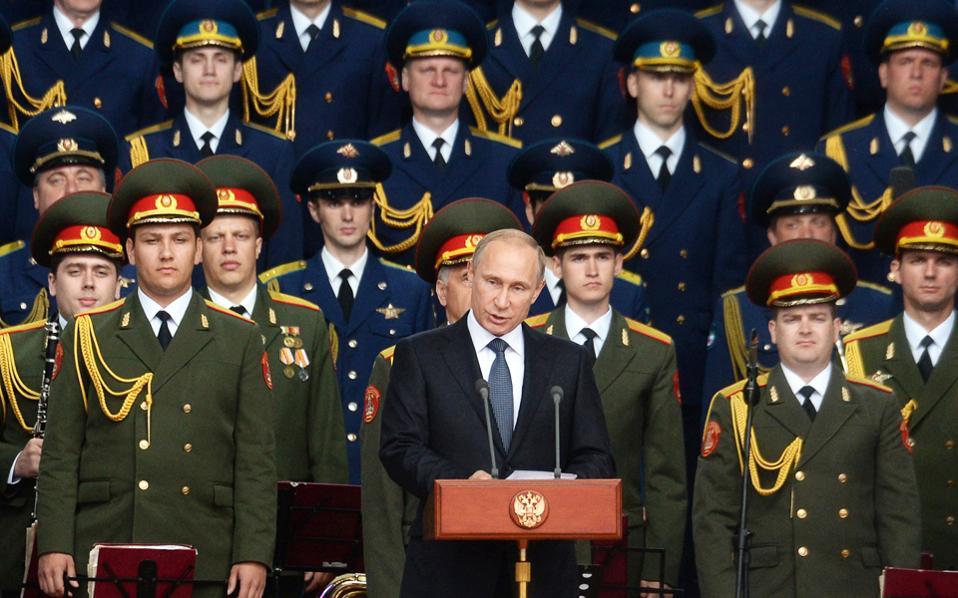 Ανοίγοντας τις εργασίες διεθνούς έκθεσης στρατιωτικού υλικού, στα περίχωρα της ρωσικής πρωτεύουσας, ο Βλαντιμίρ Πούτιν προανήγγειλε την εγκατάσταση 40 νέων διηπειρωτικών πυραύλων, «ικανών να υπερκεράσουν και τα πιο εξελιγμένα αμυντικά συστήματα». Δεσμεύθηκε, επίσης, ότι έως και το 2020 το 70% των ρωσικών όπλων θα είναι υψηλής τεχνολογίας και τελευταίας γενιάς. Για «επικίνδυνη αποσταθεροποίηση» έκανε λόγο ο γενικός γραμματέας του ΝΑΤΟ, Γενς Στόλτενμπεργκ.