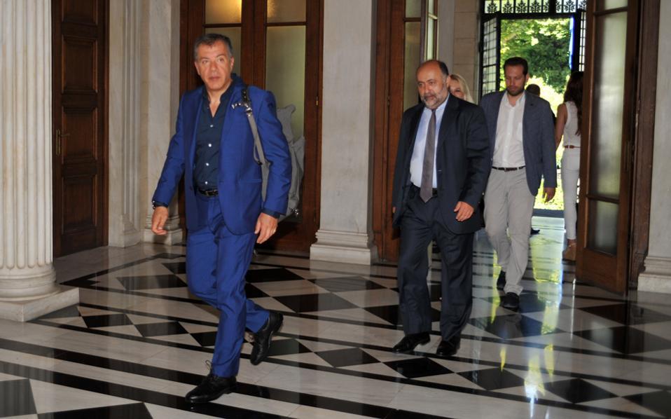 O Στ. Θεοδωράκης δεν έκρυψε χθες τη μεγάλη ανησυχία του για όσα άκουσε από τον πρωθυπουργό.