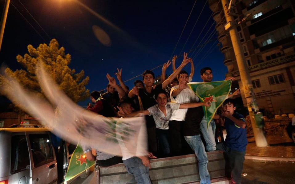 Η ανατροπή του πολιτικού σκηνικού οφείλεται στην είσοδο στη Βουλή του αριστερού φιλοκουρδικού κόμματος της Δημοκρατίας των Λαών (HDP) που έλαβε το 13% των ψήφων και εκλέγει 79 βουλευτές.