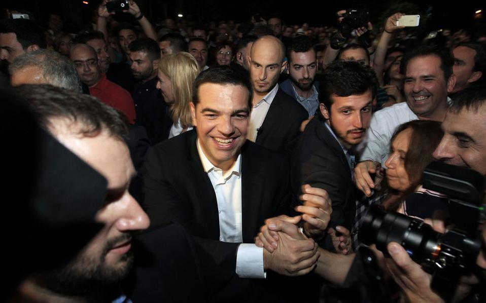 Την ώρα που ο κ. Τσίπρας συμμετείχε στους πανηγυρισμούς για την επαναλειτουργία της ΕΡΤ, οι αξιωματούχοι των χωρών της Ευρωζώνης έδιναν το τελεσίγραφο στην Αθήνα.