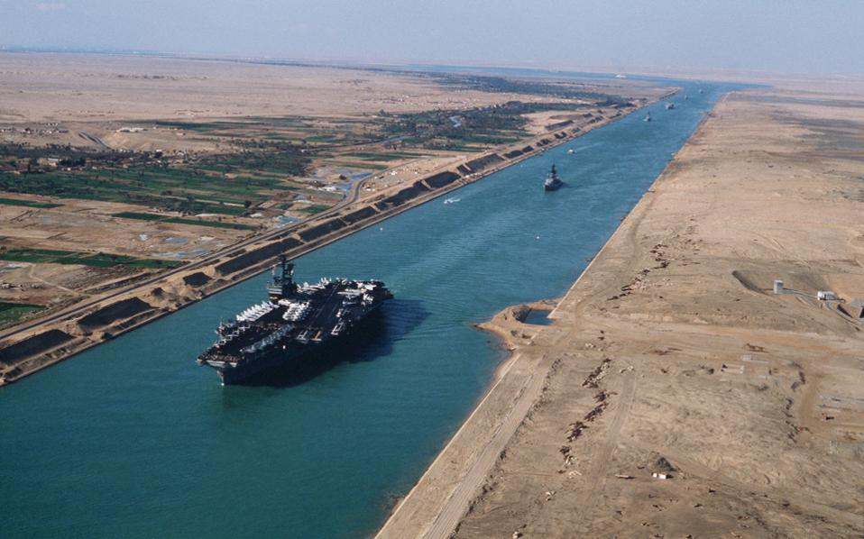 http://s.kathimerini.gr/resources/2015-06/uss_america_cv-66_in_the_suez_canal_1981-thumb-large.jpg