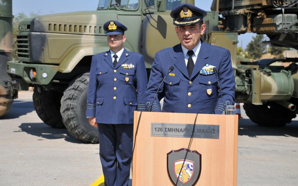 Ομιλία ανώτατου στελέχους κατά τη διάρκεια της τελετής αναστολής λειτουργίας της 126 Σμηναρχίας Μάχης (126ΣΜ), στο Ηράκλειο Κρήτης, με την παρουσία του Αρχηγού του Γενικού Επιτελείου Αεροπορίας, Αντιπτέραρχου (Ι) Χρήστου Βαΐτση (ΔΕΝ ΕΙΚΟΝΙΖΕΤΑΙ), την Παρασκευή 31 Ιουλίου 2015. ΑΠΕ-ΜΠΕ/ΓΡΑΦΕΙΟ ΤΥΠΟΥ ΓΕΑ/STR