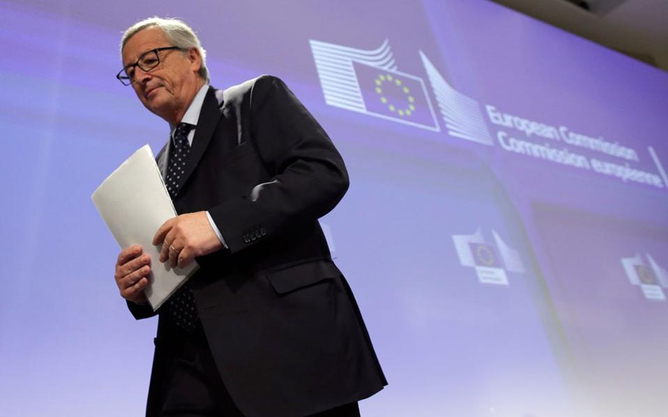 Ο Ζαν - Κλοντ Γιουνκέρ πριν από την έναρξη της Συνόδου Κορυφής περιέγραψε στον Ελληνα πρωθυπουργό όλες τις λεπτομέρειες ενός Grexit, δίνοντάς του να καταλάβει το νομικό και πολιτικό πλαίσιο μιας τέτοιας απόφασης.