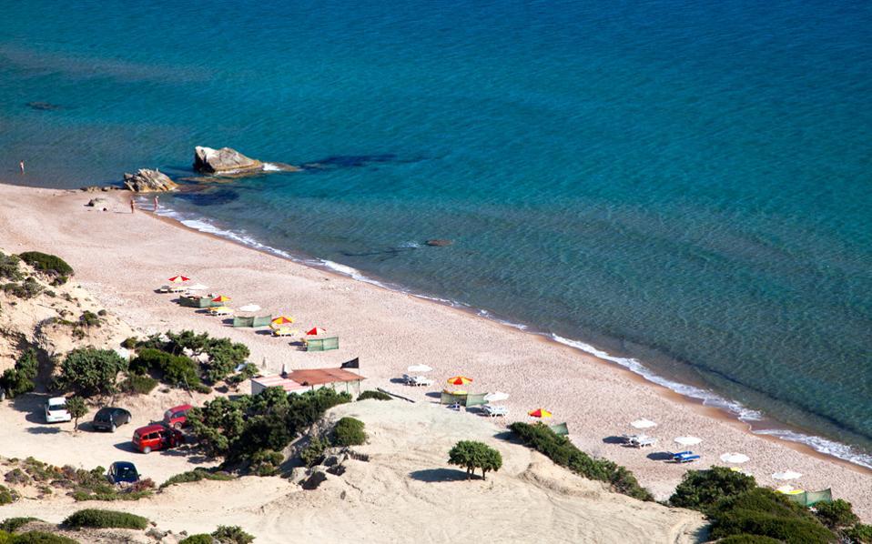 Η πανέμορφη παραλία Cavo Paradiso στις εσχατιές του Κρίκελου. (Φωτογραφία: ΟΛΓΑ ΧΑΡΑΜΗ)