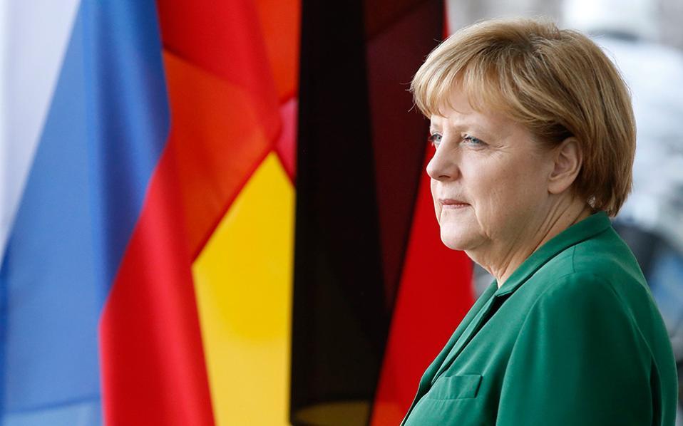 Η Γερμανίδα καγκελάριος Αγκελα Μέρκελ επέλεγε να παίζει τον ρόλο του ολύμπιου κριτή, πάντα πρόθυμη να επιδείξει κατανόηση και συμβιβαστικό πνεύμα, σε αντίθεση με τον «σκληρό» υπουργό Οικονομικών της Γερμανίας, Βόλφγκανγκ Σόιμπλε.