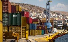 Παρά την έντονη μείωση των ελληνικών εισαγωγών τα τελευταία χρόνια, οι μέσες μηνιαίες ανάγκες της χώρας μας από εισαγόμενα προϊόντα τον τελευταίο ενάμιση χρόνο ανέρχονται σε 3,9 δισ. ευρώ.