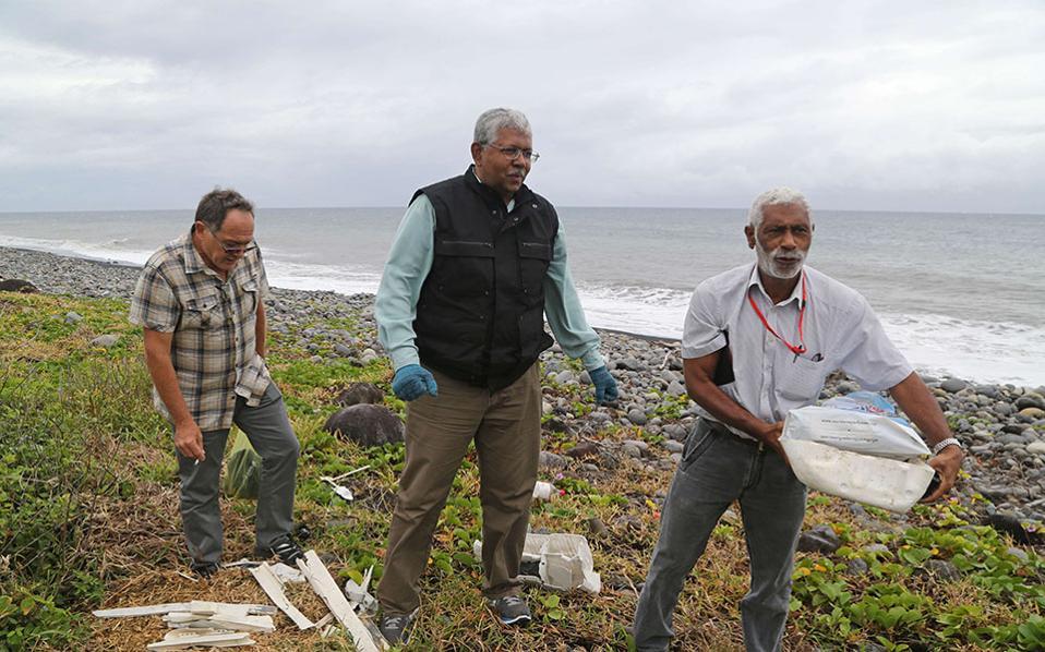 Ομάδα εμπειρογνωμόνων από την Μαλαισία ψάχνει για νέα συντρίμμια στις ακτές του νησιού Λα Ρεϊνιόν