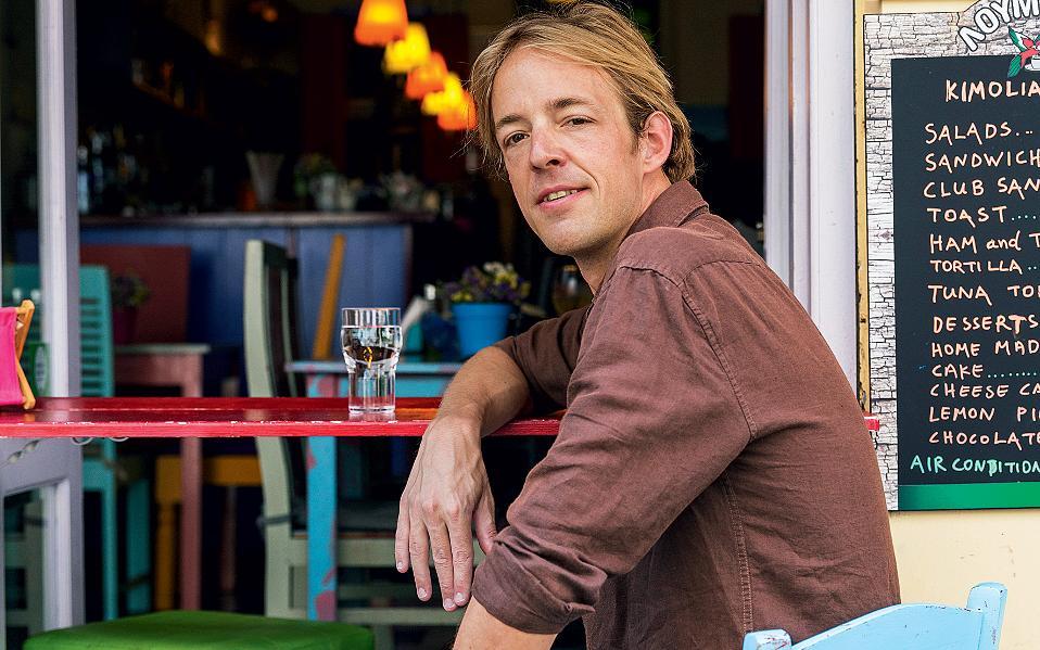 Ο Bart van Poll είναι Ολλανδός, ιδρυτής της ψηφιακής ταξιδιωτικής πλατφόρμας Spotted by Locals, η οποία περιλαμβάνει οδηγούς και εφαρμογές με συμβουλές και προτάσεις από ντόπιους για 60 και πλέον πόλεις του κόσμου. Βρίσκεται στην Αθήνα από τον Ιούλιο και θα μείνει έως τον Σεπτέμβριο.