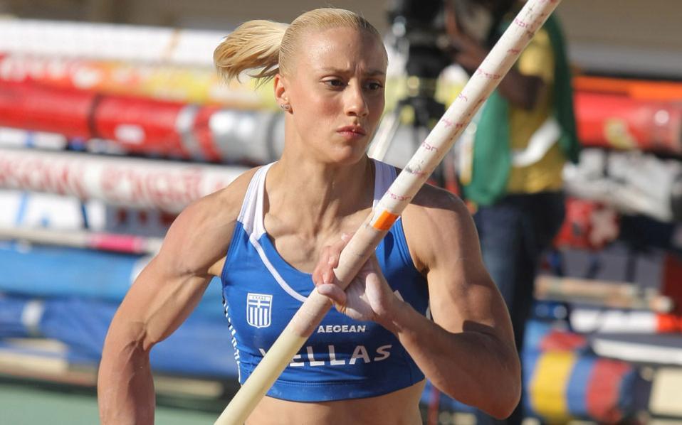 Η Νικόλ Κυριακοπούλου χρειάστηκε δύο άλματα στα 4,45 μ. και στα 4,55 μ. για να πάρει την πρόκριση.