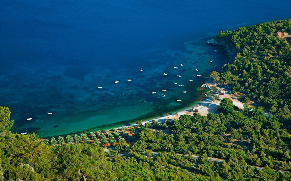 Η παραλία Μουρτιά, κοντά στην πόλη και χωρίς τουριστική οργάνωση. (Φωτογραφία: ΟΛΓΑ ΧΑΡΑΜΗ)