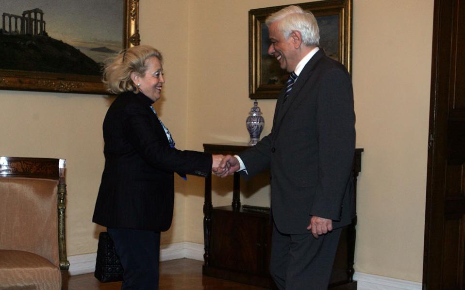 Η κ. Θάνου με τον κ. Παυλόπουλο σε παλαιότερη συνάντησή τους.