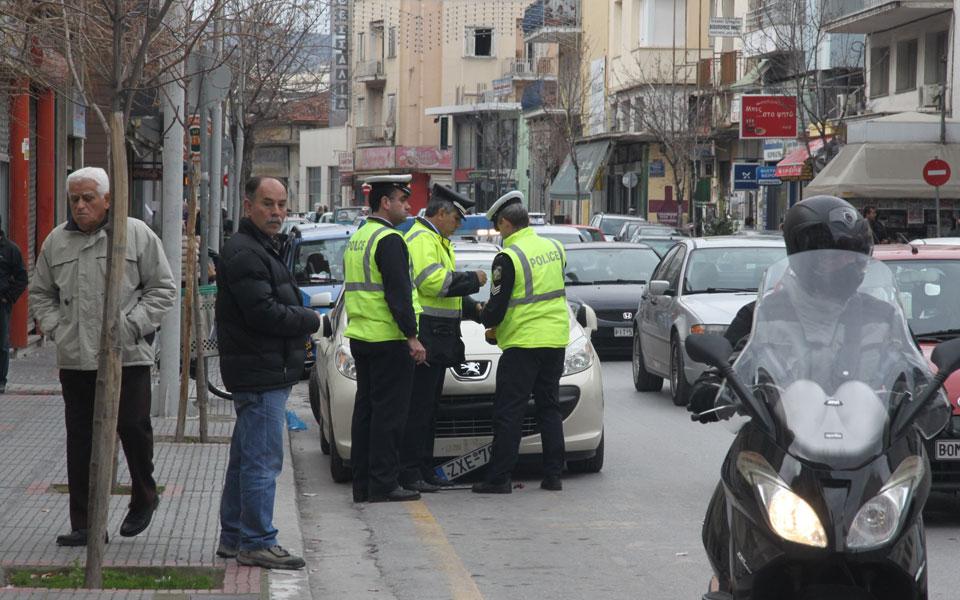 Τωρα η αστυνομια «ΚΑΤΕΒΑΣΕ» τις πινακιδες ΚΟΡΥΦΑΙΟΥ υπουργου του ΣΥΡΙΖΑ…
