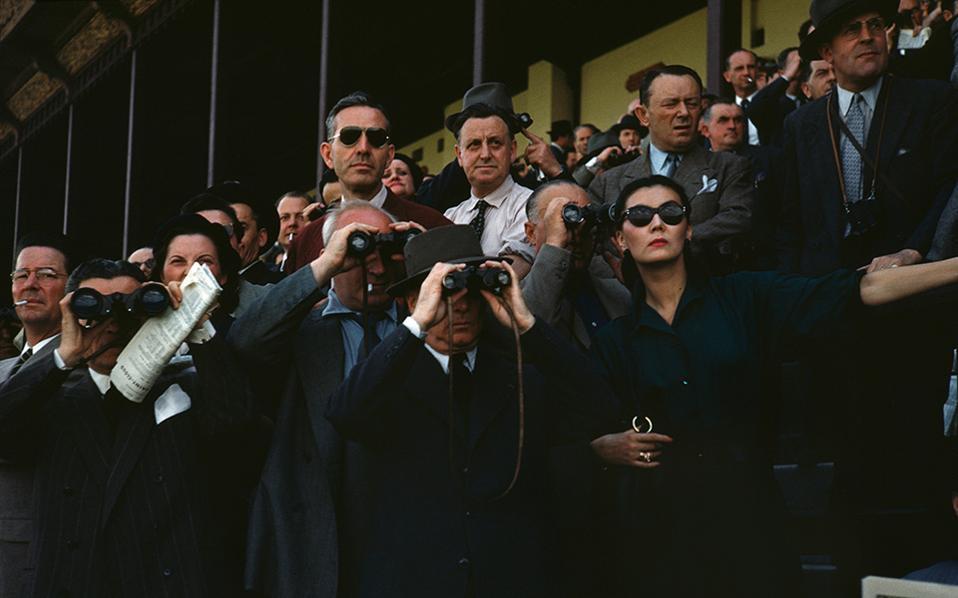 3-capa_spectators-at-the-longchamp-racecourse-paris