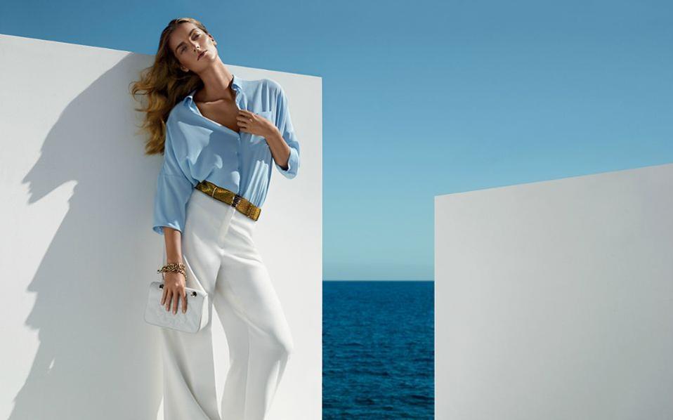 Το καλοκαίρι και την άνοιξη προτιμήσαμε για τις περισσότερες εμφανίσεις μας  φορέματα και φούστες σε διάφορα χρώματα d4edb594cde