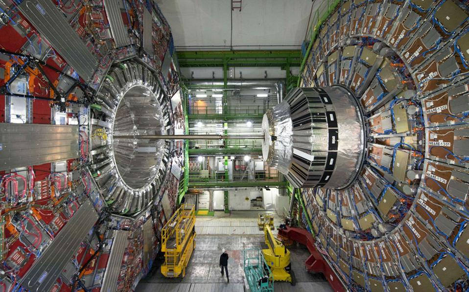 Η υπόγεια εγκατάσταση του Μεγάλου Επιταχυντή Αδρονίων του CERN, στα σύνορα Ελβετίας - Γαλλίας, συνεχίζει να προσφέρει ανεκτίμητες υπηρεσίες στην επιστημονική έρευνα.