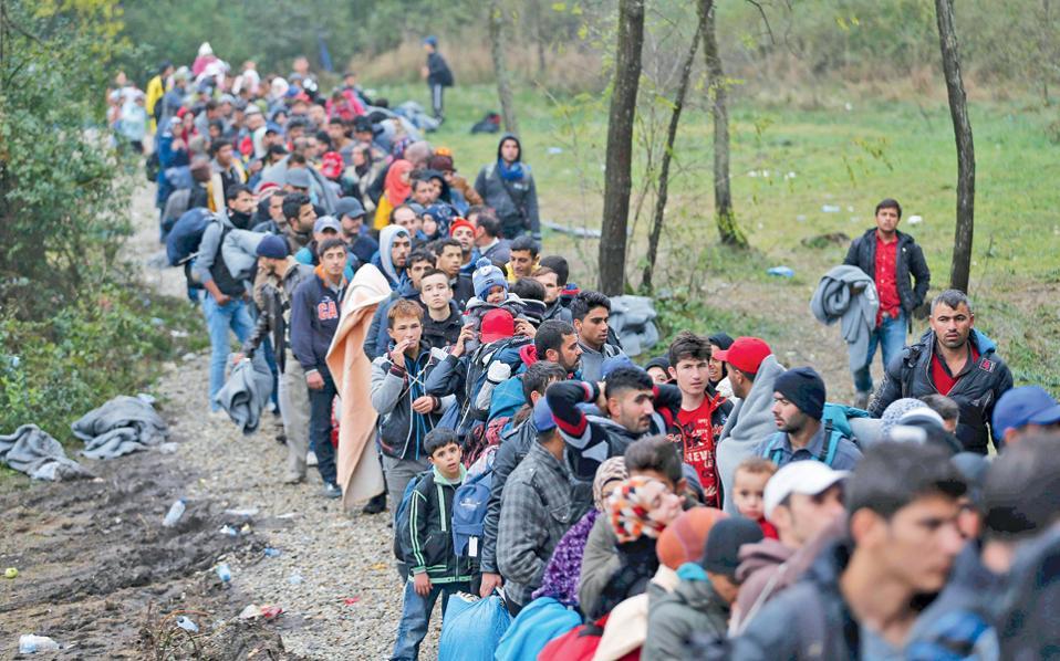 Χιλιάδες Σύροι πρόσφυγες στα σύνορα Κροατίας - Ουγγαρίας.