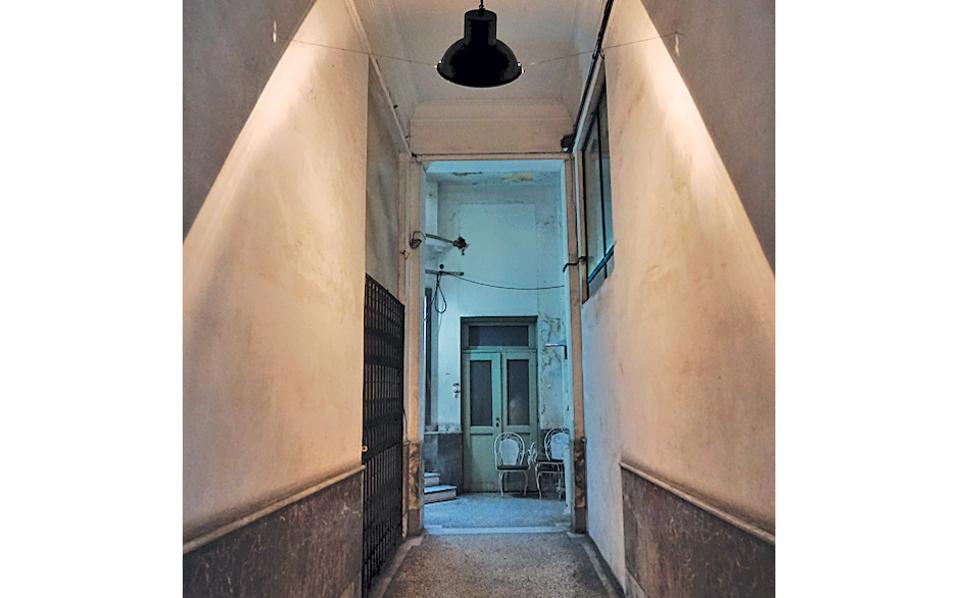 Κολοκοτρώνη 12. Στοά Αγίου Γεωργίου, οι κρυφές κόγχες της πόλης.
