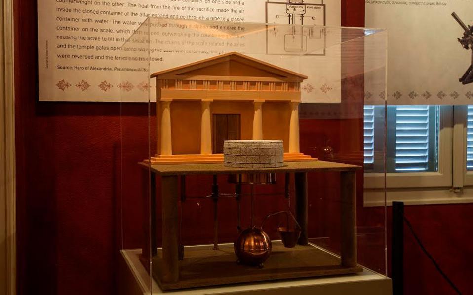 Η παρουσίαση του αυτόματου ανοίγματος θυρών ναού ύστερα από θυσία στον βωμό του, μια άγνωστη εφαρμογή της αρχαίας ελληνικής τεχνολογίας.
