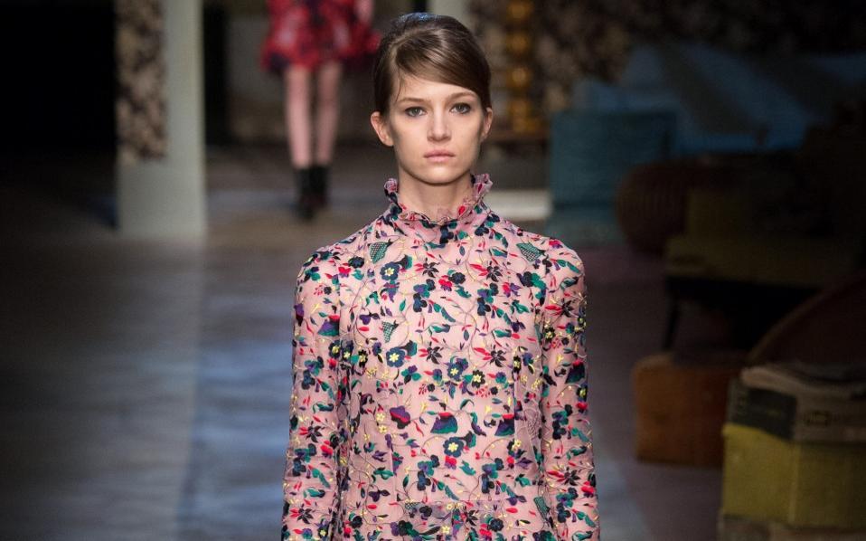 f33338ca7c1 5 floral φορέματα για chic φθινοπωρινές εμφανίσεις | Μόδα | Η ΚΑΘΗΜΕΡΙΝΗ