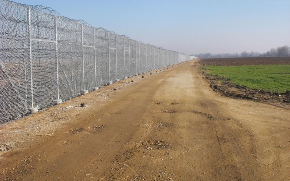 Στα 12,5 χλμ. στο ύψος της Ορεστιάδας, που εκτείνεται ο φράχτης, δεν «περνάει κουνούπι».