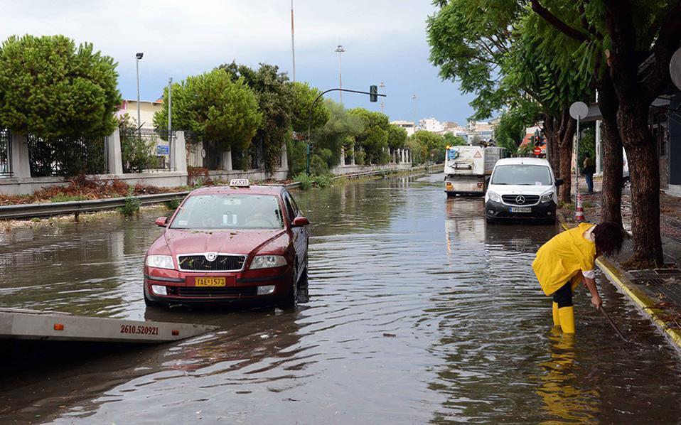 Πάτρα: Μεγάλες ζημιές σε οδικά δίκτυα λόγω των πλημμυρών