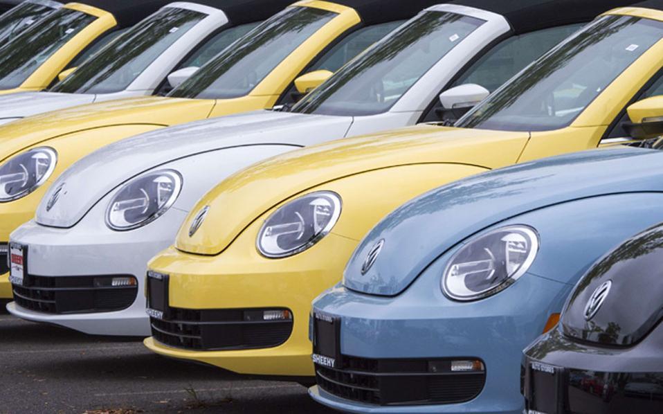 Τα πορίσματα γνωστοποιήθηκαν πέρυσι τον Μάιο. Τον Δεκέμβριο η Volkswagen ανακάλεσε 500.000 πετρελαιοκίνητα οχήματα. Κατόπιν διμήνου επανεξετάστηκαν από τις αρχές της Καλιφόρνιας. Τότε έγινε αντιληπτό πως το ένοχο λογισμικό δεν είχε αφαιρεθεί. «Είναι ανεξήγητο, γιατί η VW, ενώ είχε την ευκαιρία να αποκαταστήσει τα πράγματα, εξακολούθησε να εξαπατά».