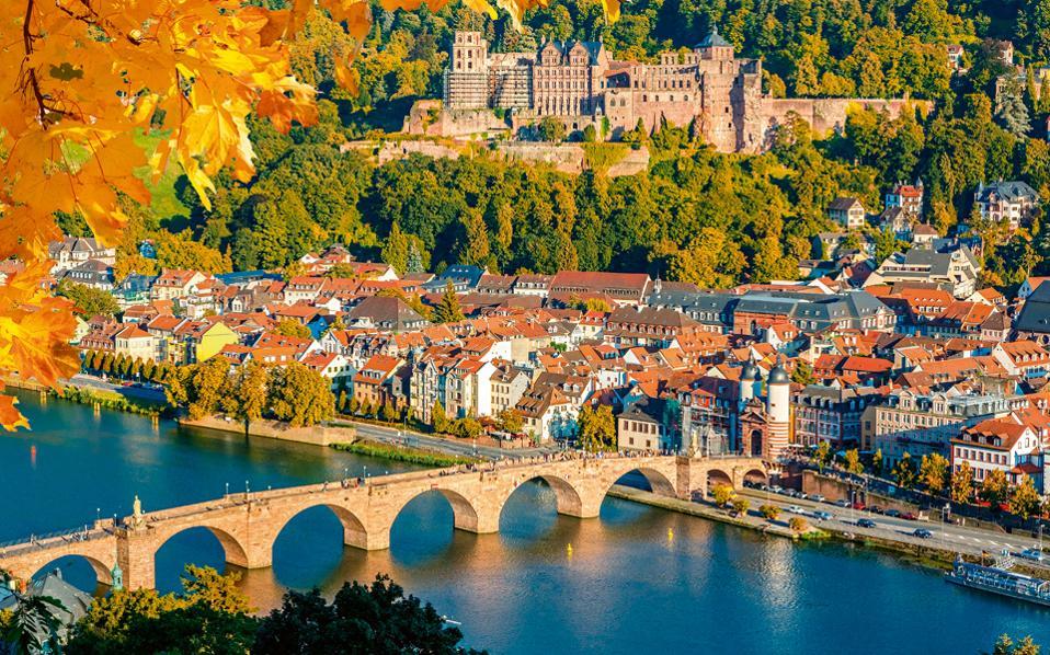 Η πόλη από ψηλά, με τα χρώματα του φθινοπώρου.