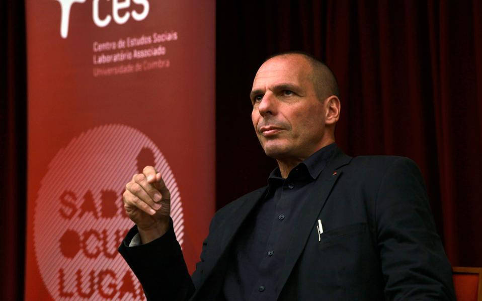 Ο Γιάνης Βαρουφάκης σε ομιλία του στο Πανεπιστήμιο της Κουίμπρα στην Πορτογαλία, τον Οκτώβριο.