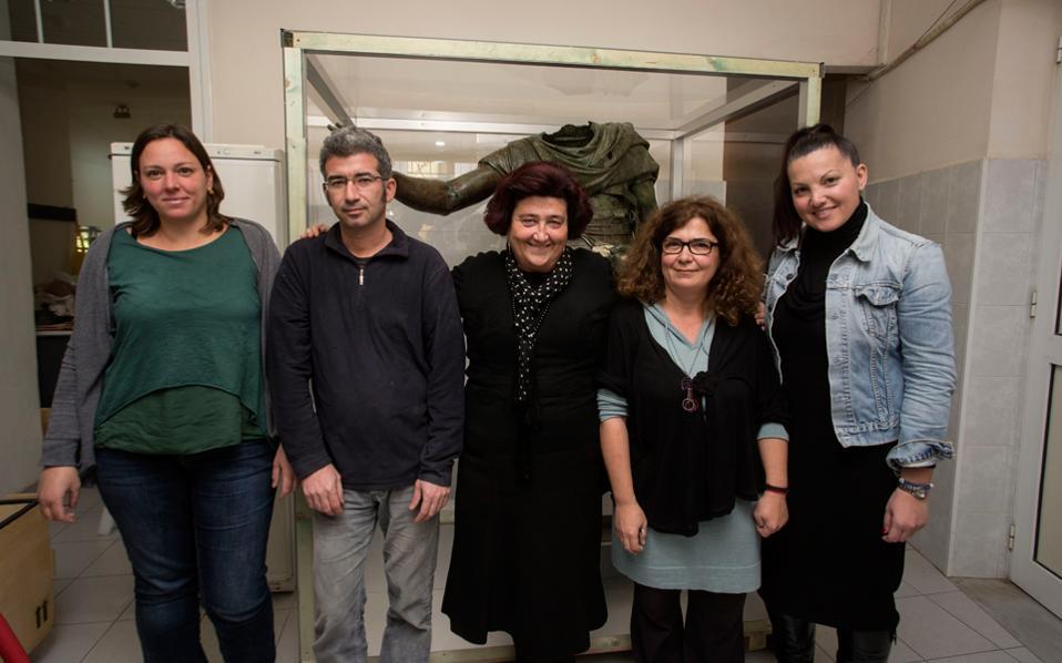 Από αριστερά, η Αμαλία Σιάντου, ο Αγγελος Τσομπανίδης, η Αγγελική Σίμωση, η Σπυριδούλα Παπανίκου και η Ειρήνη Μάλλιου.