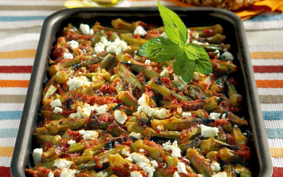 62090615_7613_kathimerino_bamies-fournou-tomata-feta-dyosmo