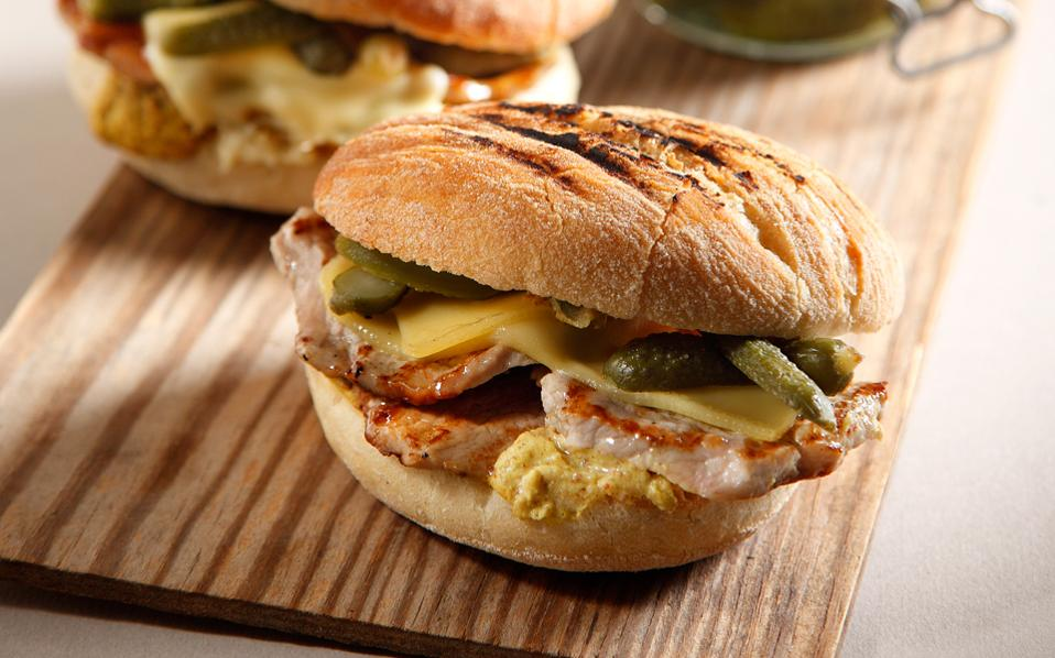 65131219_02300_pifi_burger-me-xoirina-mprizolakia