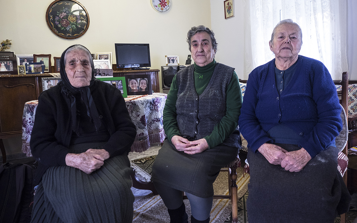 we-know-what-it-means-to-be-a-refugee-say-lesvos-grandmothers3