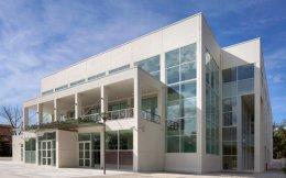 Το Πολιτιστικό Κέντρο της Κομοτηνής ή Μέγαρο Μουσικής, όπως λέγεται, σε σχέδια του αρχιτέκτονα Ν. Βαλσαμάκη.