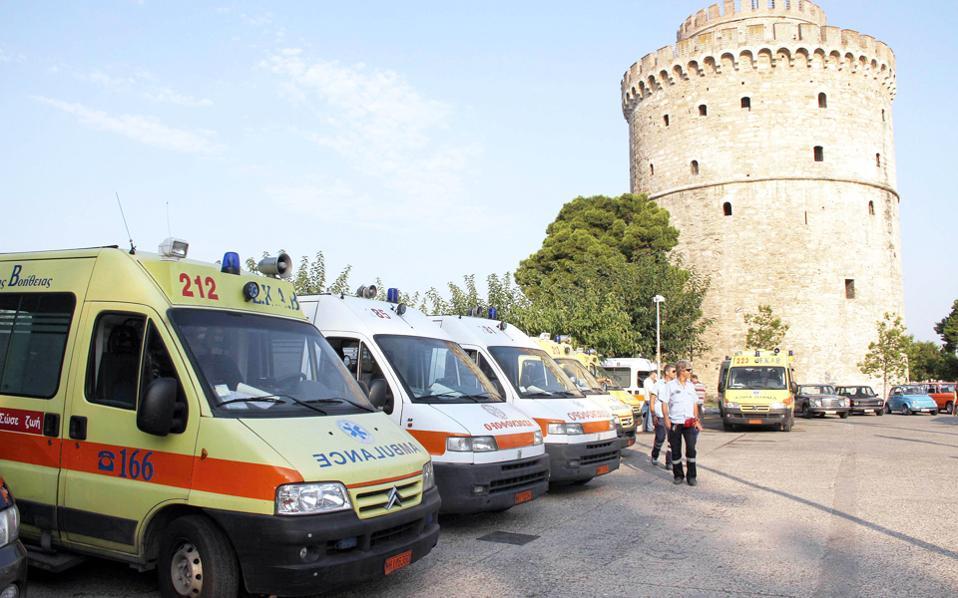 Στα όριά τους έχουν φτάσει οι διασώστες του ΕΚΑΒ. Από τα 130 ασθενοφόρα που διαθέτει το Κέντρο για την Αθήνα, το 50% είναι ακινητοποιημένο, λόγω σοβαρών βλαβών.