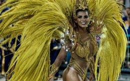 Γιατί το καρναβάλι του Ρίο ντε Τζανέιρο είναι το πιο φημισμένο και το ωραιότερο του κόσμου; Μα τι αφελής ερώτηση! Για τις Βραζιλιάνες φυσικά! Μάλλον για να είμαστε πιο ακριβείς, η διασκέδαση, ο ρυθμός, ο ερωτισμός είναι βαθιά καταγεγραμμένα στο dna του λαού αυτού με κορυφαία έκφραση για εμάς, τις βασίλισσες του καρναβαλιού. (Στην φωτογραφία  βασίλισσα της  σχολής Uniao da Ilha  AFP PHOTO / YASUYOSHI CHIBA) ....